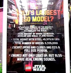 NYに世界最大のレゴ・ブロック製フィギュア、スター・ウォーズのX-wing starfighter登場中_b0007805_1384750.jpg