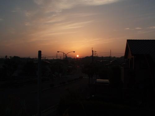 今日の夕日_f0249710_0183681.jpg