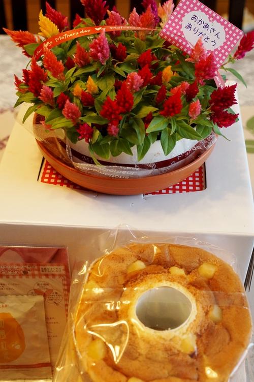 【母の日メニュー前菜編&娘達からのプレゼントのご紹介です♪】_b0033423_6311125.jpg