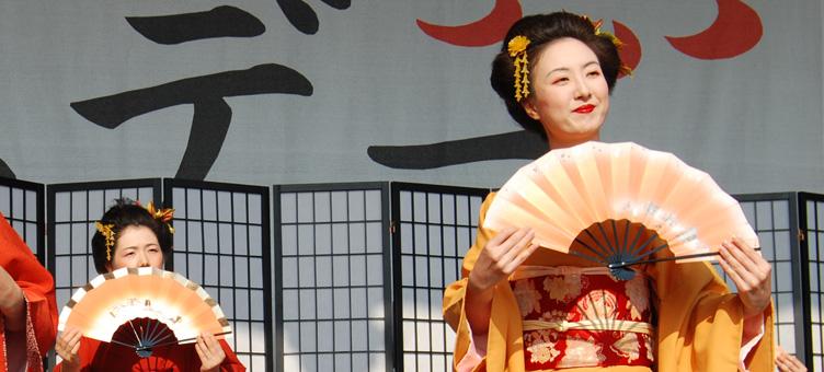 5/25 ドイツのデュッセルドルフ「JAPAN DAY」で 「ボノボの創造」NAPSZYKLAT feat sibittを上映._d0158942_9542685.jpg