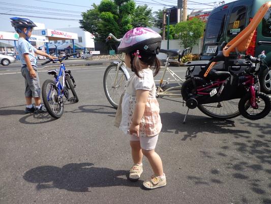 家族でサイクリング_c0132901_18214743.jpg