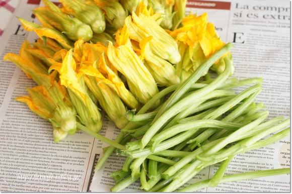 蕗にみたてて ズッキーニの花の茎_a0254243_603128.jpg