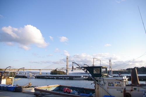 漁船と架橋_f0130879_22294321.jpg