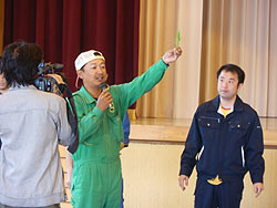 田植え体験(緑ヶ丘小・北郷小)_d0247484_1445114.jpg
