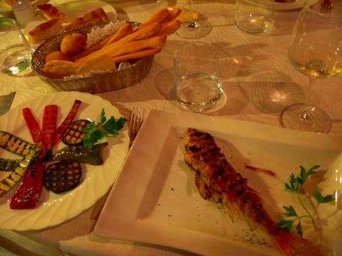 欧州出張2013年05月-第五日目-ジェノヴァの素敵なレストランで美味しい魚のグリル_c0153302_14502553.jpg