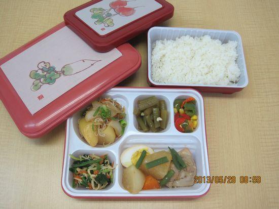 ご飯とおかずは別容器です!_c0195011_13135512.jpg