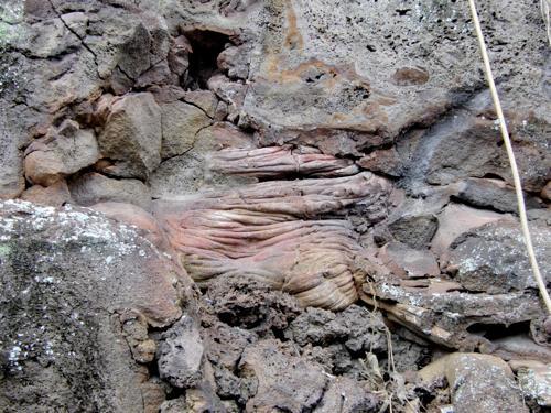 溶岩の洞窟_e0129046_18472884.jpg