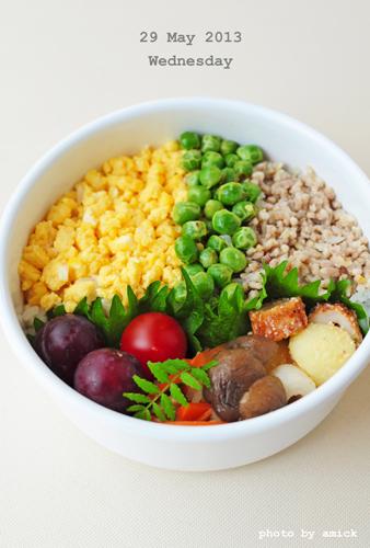 5月29日 水曜日 三色そぼろご飯&わさび風味の紅白なます_b0288550_2234414.jpg