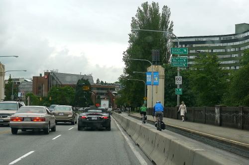 バンクーバーは自転車通勤週間です。_d0129786_13201676.jpg