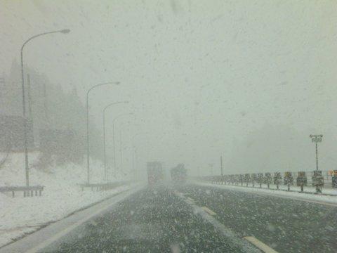 【滑走レポ 2013.4.22】 4月下旬の新雪に道中ドキドキ(笑)@かぐら_e0037849_944993.jpg