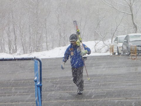 【滑走レポ 2013.4.22】 4月下旬の新雪に道中ドキドキ(笑)@かぐら_e0037849_953336.jpg
