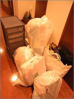 【 「捨てる」の予防、まず家に入れない!】_c0199166_1224719.jpg