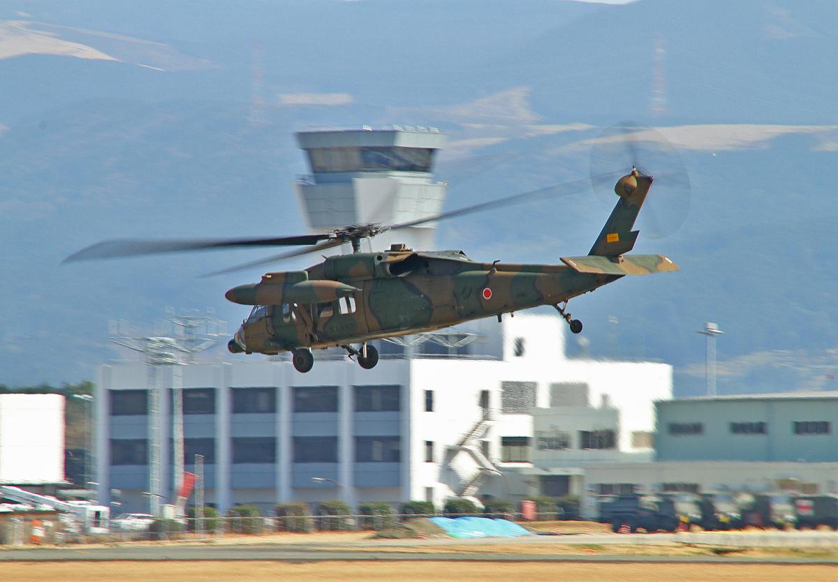陸上自衛隊攻撃ヘリコプター。_b0044115_7595046.jpg