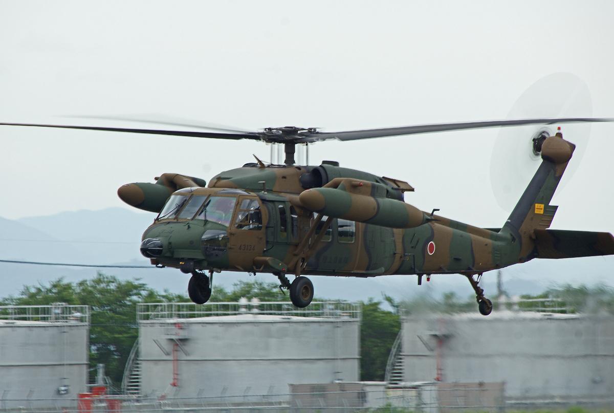 陸上自衛隊攻撃ヘリコプター。_b0044115_802051.jpg