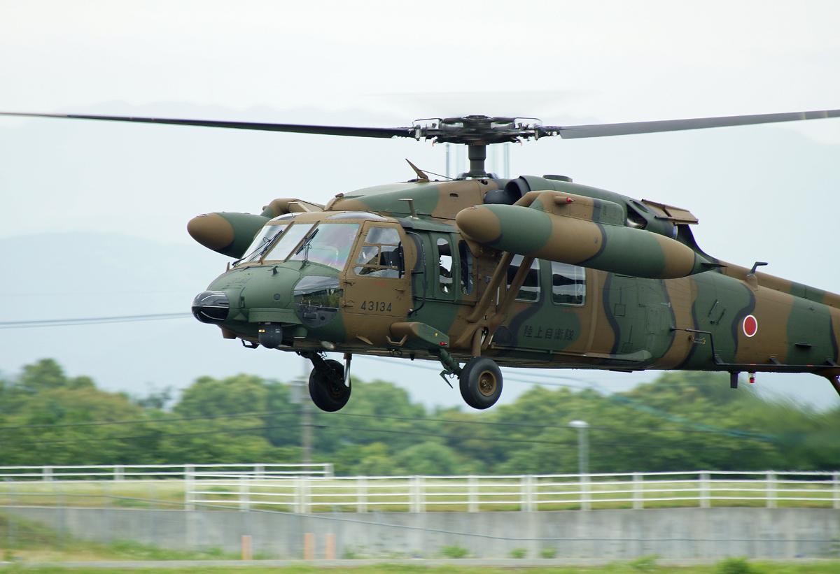 陸上自衛隊攻撃ヘリコプター。_b0044115_804924.jpg