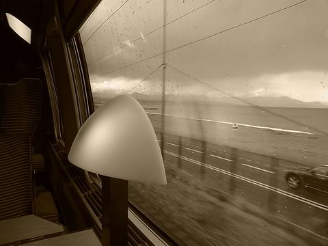 車窓 ( TGV カンヌ~ニース間 )……。_b0287748_483385.jpg