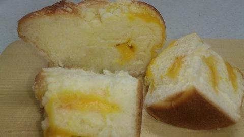 プランタニエールの期間限定マンゴーのパン。_d0182179_16184334.jpg