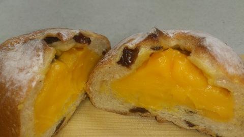 プランタニエールの期間限定マンゴーのパン。_d0182179_16202410.jpg
