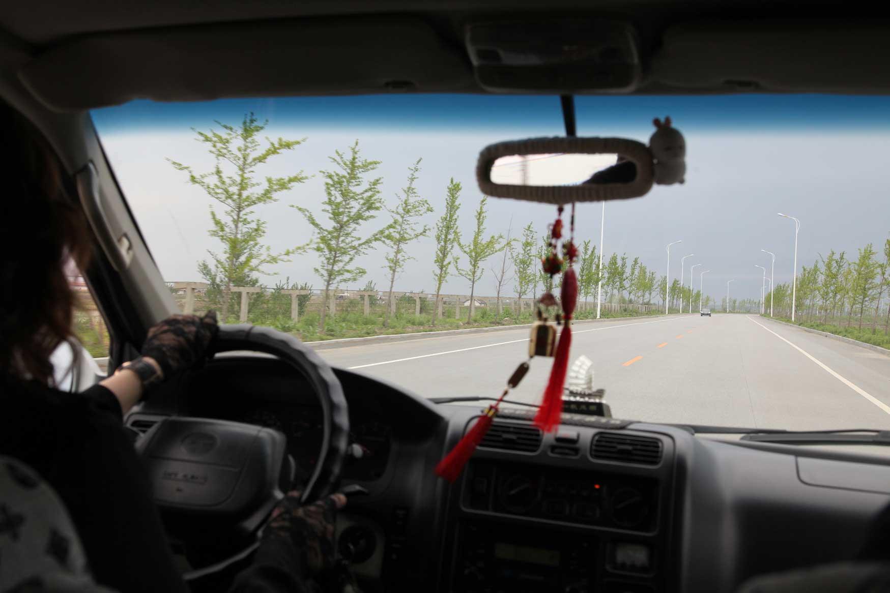 中朝陸の国境では兵士も農民も目と鼻の先(遼寧省丹東市)_b0235153_15555460.jpg