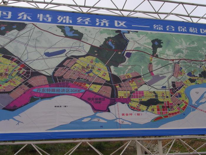 中朝陸の国境では兵士も農民も目と鼻の先(遼寧省丹東市)_b0235153_15591791.jpg