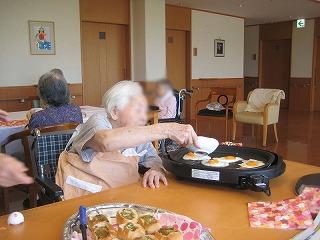 昼食作り<アクティブライフ芦屋・グループホーム つつじ>_c0107602_1019080.jpg