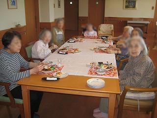 昼食作り<アクティブライフ芦屋・グループホーム つつじ>_c0107602_10194465.jpg