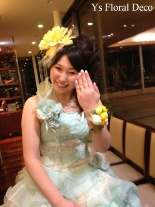 大輪ダリアの髪飾り&リストレット 水色のドレスに黄色のお花_b0113510_1528993.jpg