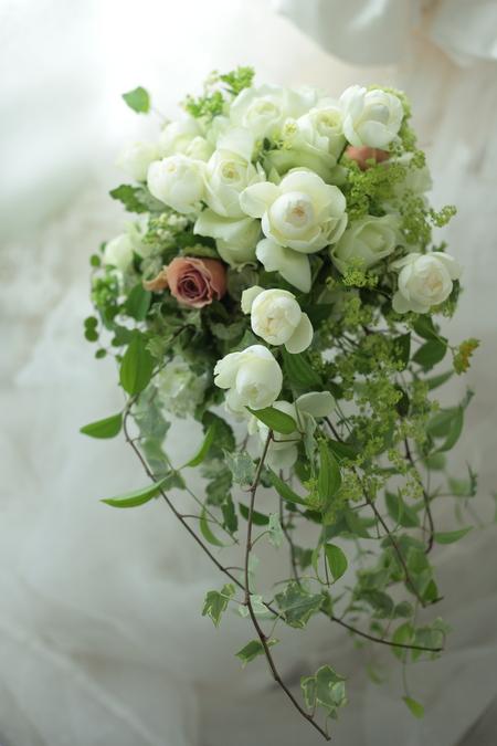 ナチュラルセミキャスケードブーケ 明日、花嫁になる  軽井沢へ_a0042928_2217051.jpg