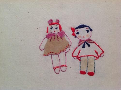 文化人形っぽい図柄の刺繍_d0101846_5565737.jpg