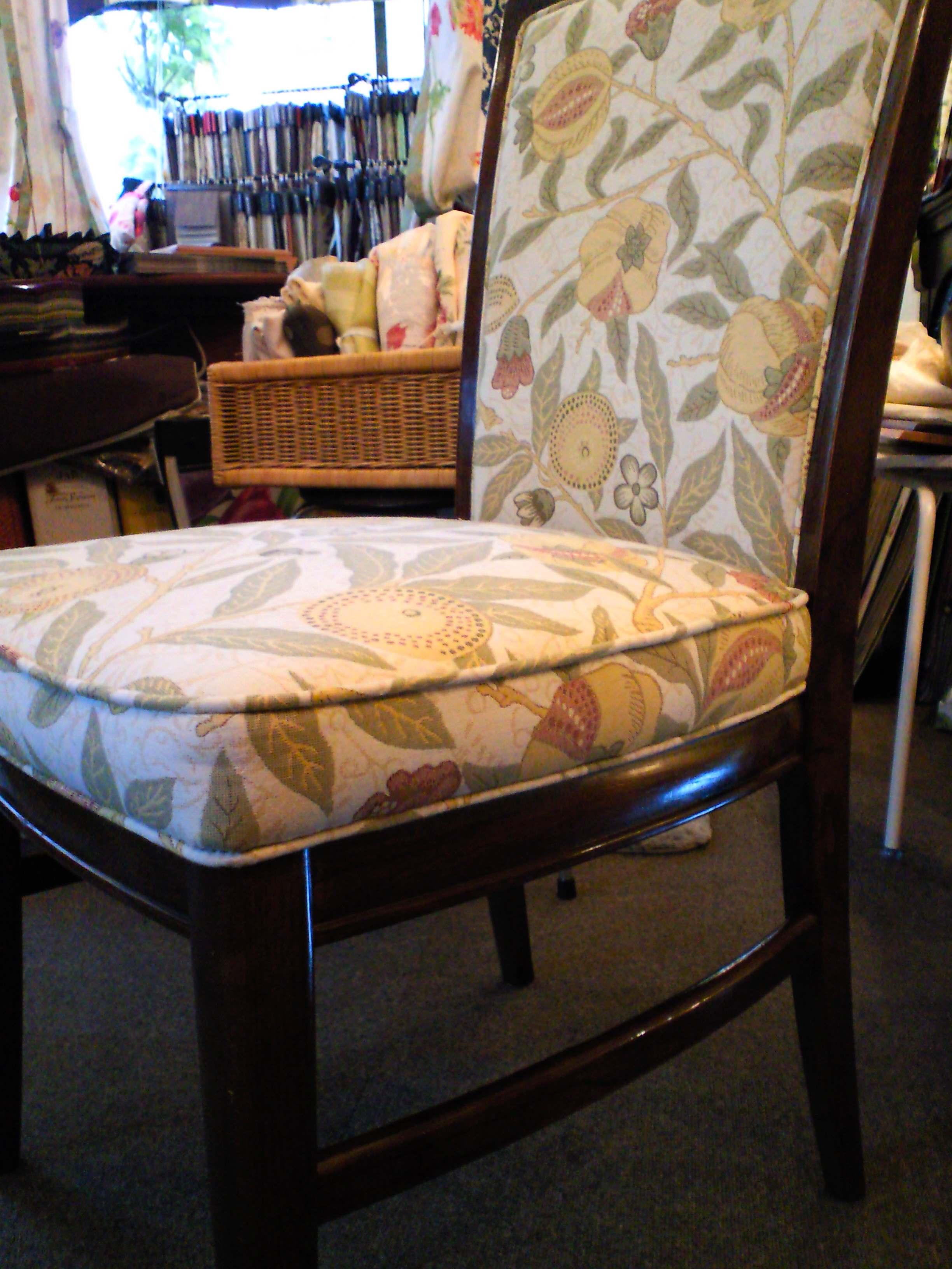 ウィリアムモリスの生地で、椅子を張替えました。_c0157866_1132464.jpg