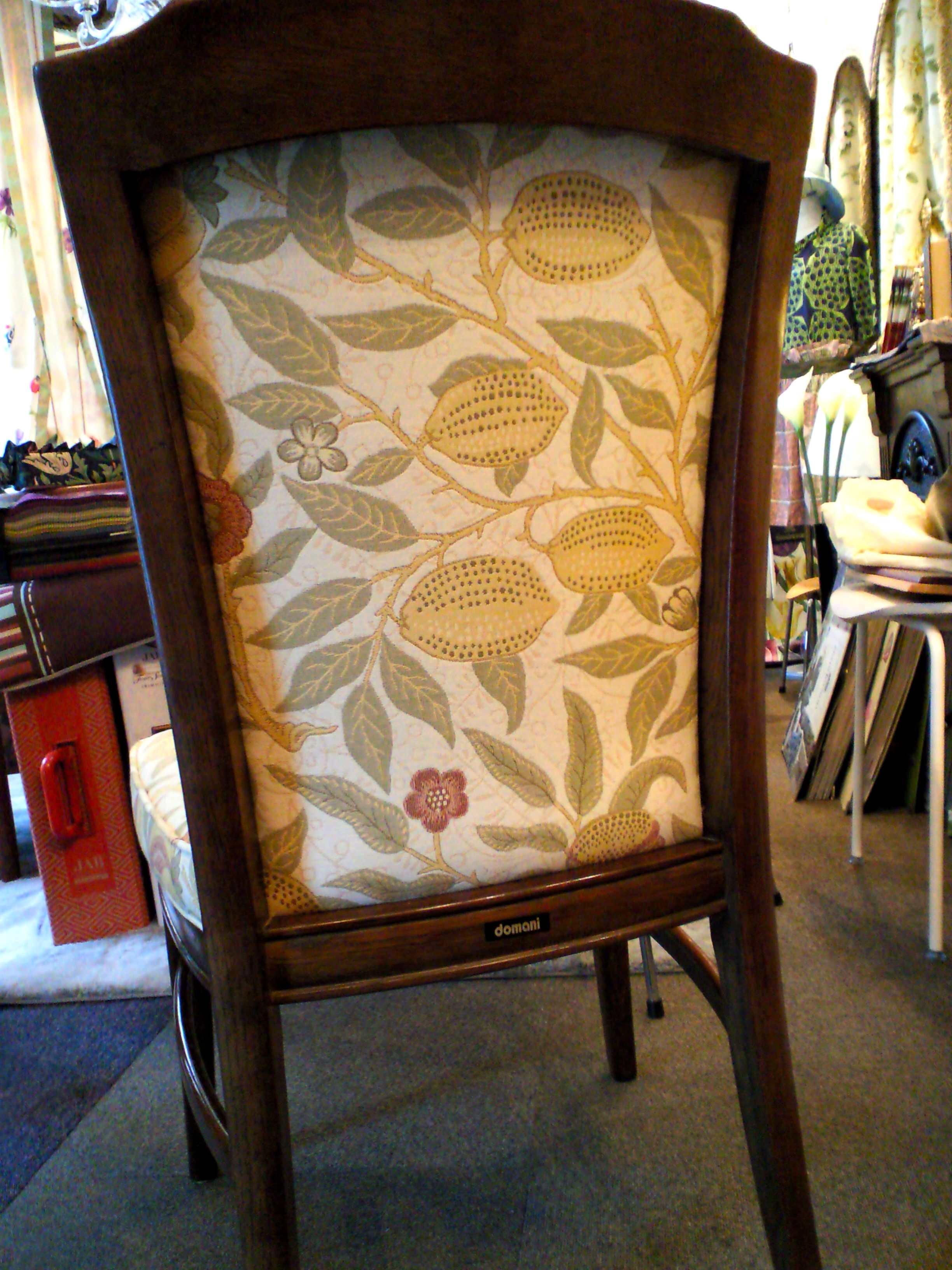 ウィリアムモリスの生地で、椅子を張替えました。_c0157866_11345071.jpg