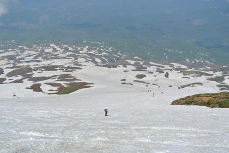 2013年5月31日残雪豊富な鳥海山祓川口コースで春スキーを楽しむ_c0242406_14495697.jpg