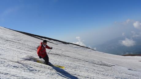 2013年5月31日残雪豊富な鳥海山祓川口コースで春スキーを楽しむ_c0242406_16344342.jpg