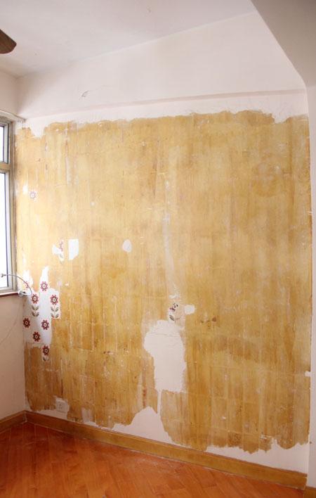 寝室の壁からレトロな花柄タイル、発掘!_f0134809_19342999.jpg