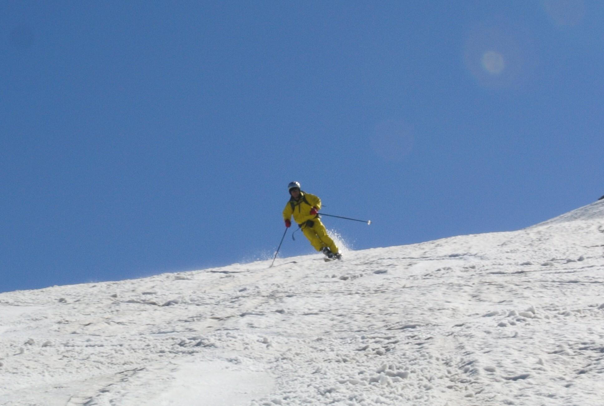 2013年5月31日残雪豊富な鳥海山祓川口コースで春スキーを楽しむ_c0242406_14283932.jpg
