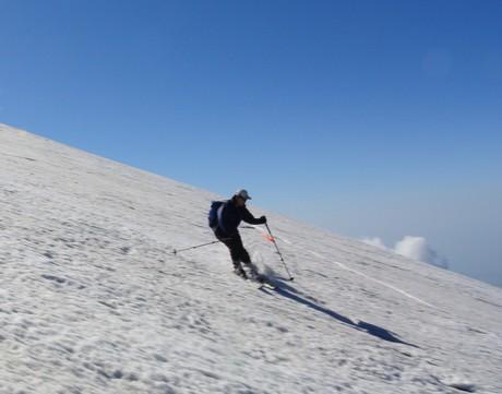 2013年5月31日残雪豊富な鳥海山祓川口コースで春スキーを楽しむ_c0242406_14301542.jpg