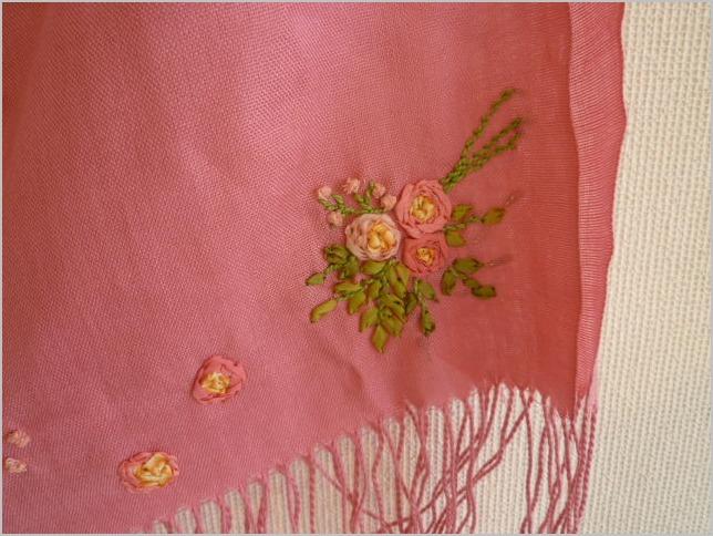 6/20(木)まで リボンカフェ作品展 リボン刺繍とリボン小物_b0151508_16395654.jpg
