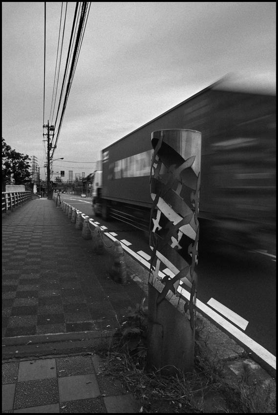 【Snapshot】 モノクロームの夜光 _c0035245_2301377.jpg