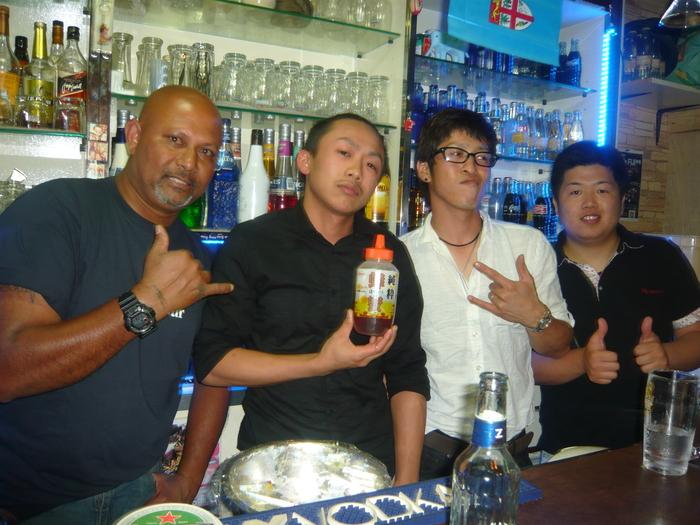 FIJI BAR Osaka  May 2013_a0117653_056359.jpg