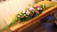 お祝いのテーブルアレンジメント_c0114811_14183696.jpg