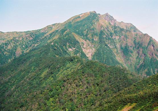 険しい岩稜がそそりたつ魔の山_a0113718_21474156.jpg
