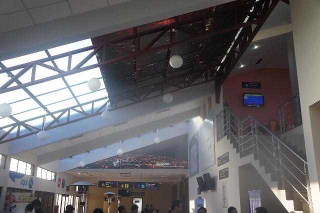 ボリビアの旅(36) ウユニ空港からラパス・エアアルト空港へ_c0011649_6301770.jpg