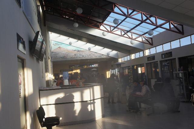ボリビアの旅(36) ウユニ空港からラパス・エアアルト空港へ_c0011649_631950.jpg