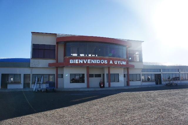 ボリビアの旅(36) ウユニ空港からラパス・エアアルト空港へ_c0011649_6394490.jpg