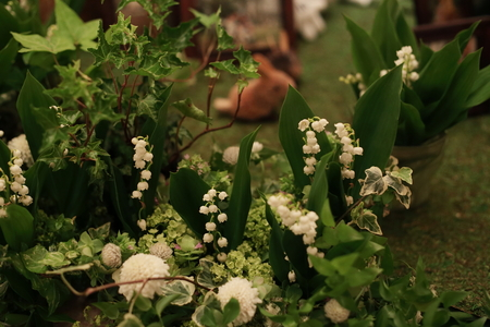 スズランのメモリアルテーブル シェ松尾青山サロン様の装花_a0042928_21142473.jpg