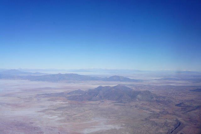 ボリビアの旅(36) ウユニ空港からラパス・エアアルト空港へ_c0011649_5201810.jpg
