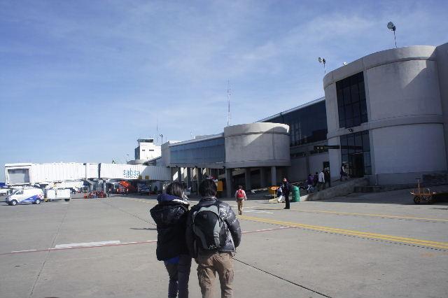 ボリビアの旅(36) ウユニ空港からラパス・エアアルト空港へ_c0011649_5262564.jpg