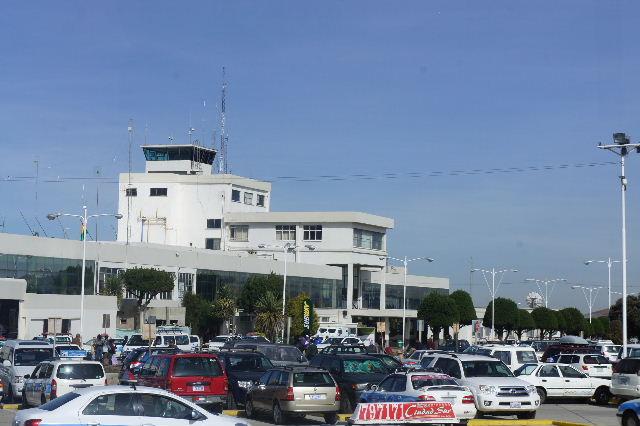 ボリビアの旅(36) ウユニ空港からラパス・エアアルト空港へ_c0011649_5271917.jpg