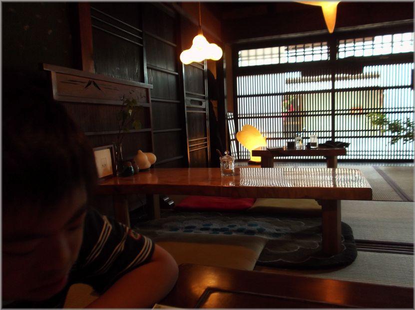 「奈良・・・古書喫茶ちちろさんで・・・」_d0133024_9185685.jpg