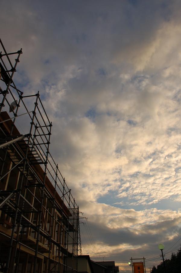 今日は(仮称)二ノ宮の借家の建て方でした。_b0097729_1981127.jpg